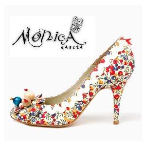 Optar  por un zapato personalizado de Mónica García. Este no sería, claro.